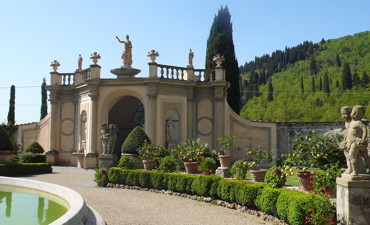 Portale di villa Travalle